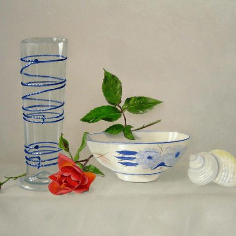 Oud pasglas met roosje en schelp