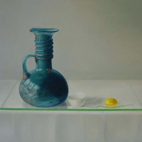 Romeins flesje en ei op glasplaat