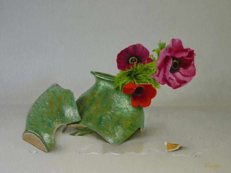 Anemonen en een gebroken vaas